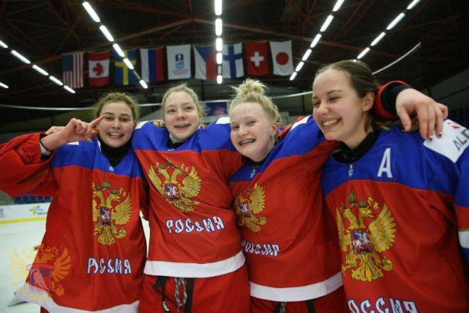 Инцидент с участием российской женской хоккейной команды на чешском льду