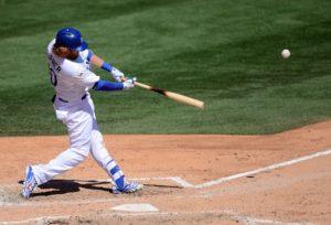 Как играть роль первого бейсмена в бейсболе?